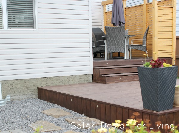 Tiered Deck with Cedar Privacy Screen and Built-in Lights