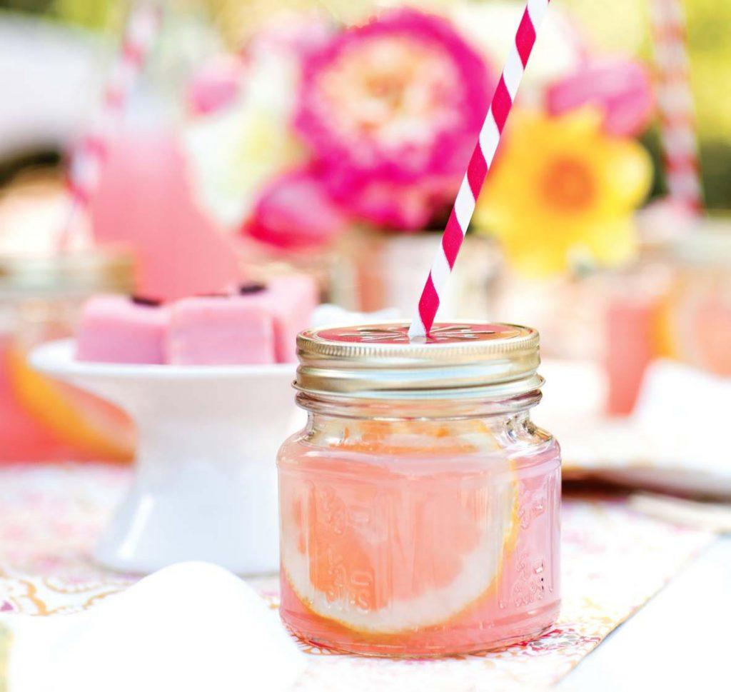 Refreshing Summer Drinks Made with Berries - Photo: Nicole Hill-Gerulat via Chatelaine