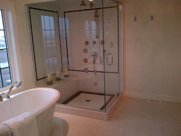Showhome Tour - Black and White Master Bathroom