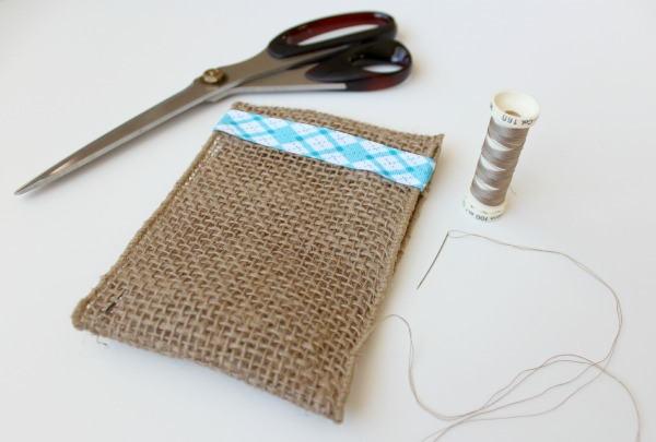 Burlap Table Favors for Christmas | Satori Design for Living