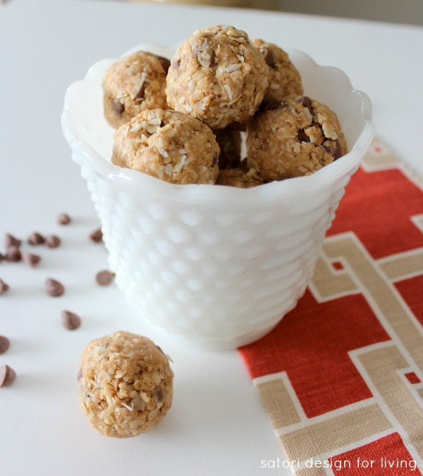 Peanut Butter Chocolate Chip Oatmeal Energy Bites - Satori Design for Living