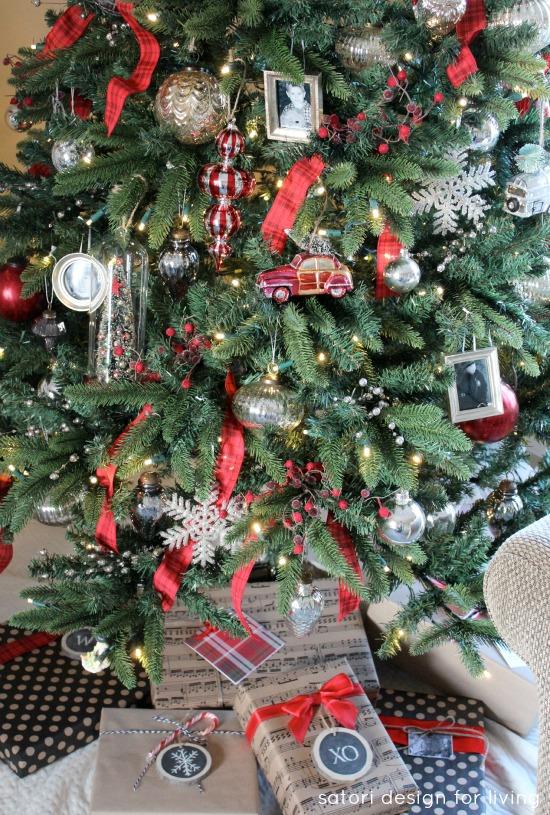 Decorating The Christmas Tree Our House Satori Design