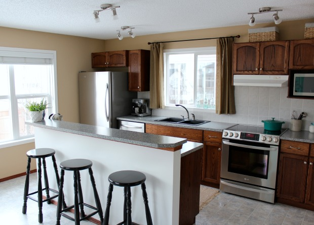 Updating Our Builder Grade Kitchen on a Budget - Kitchen with Oak Cabinets BEFORE