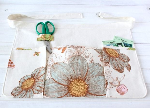 DIY Gardening Apron Tutorial with Pattern Instructions