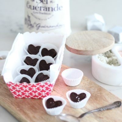 Make these chocolate hearts with sea salt to give away on Valentine's Day!