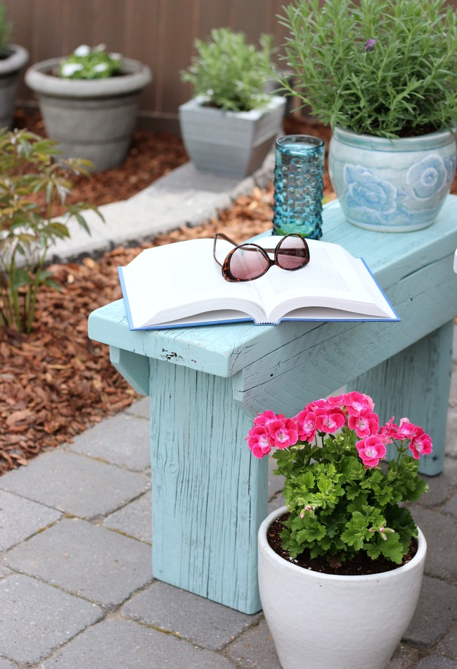 Aqua Blue Distressed Wood Outdoor Side Table - A handy little bench you can make in a weekend or less!