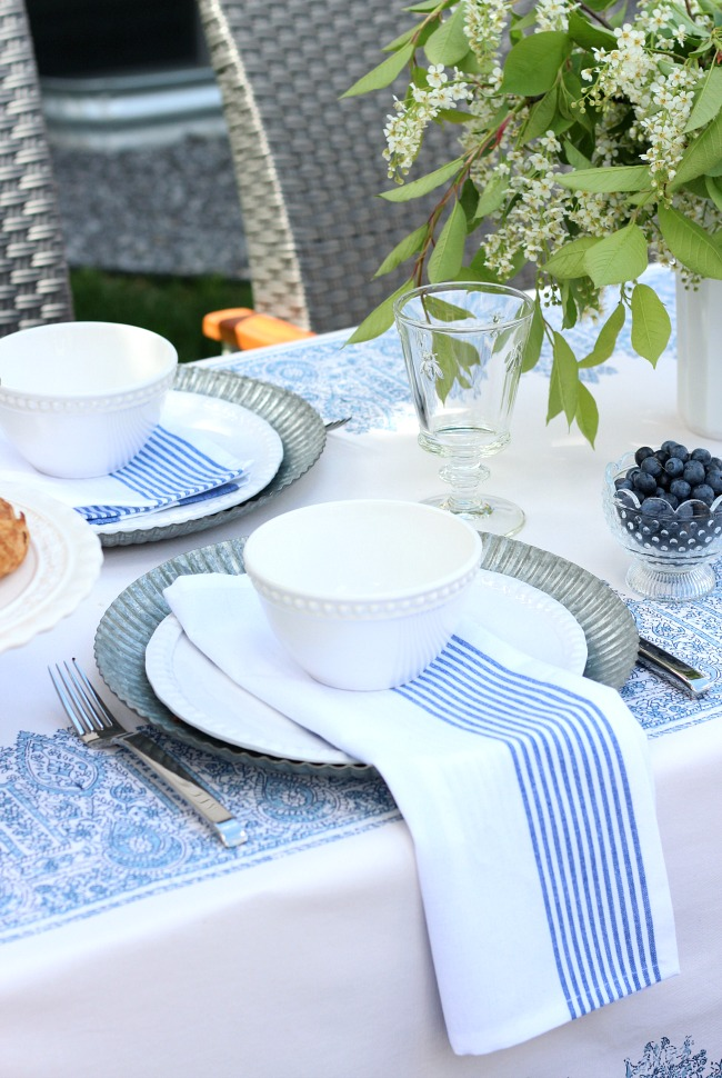 Round Table With Fold Down Sides Images Space Saving  : Blue White Outdoor Table Setting from favefaves.com size 650 x 970 jpeg 191kB