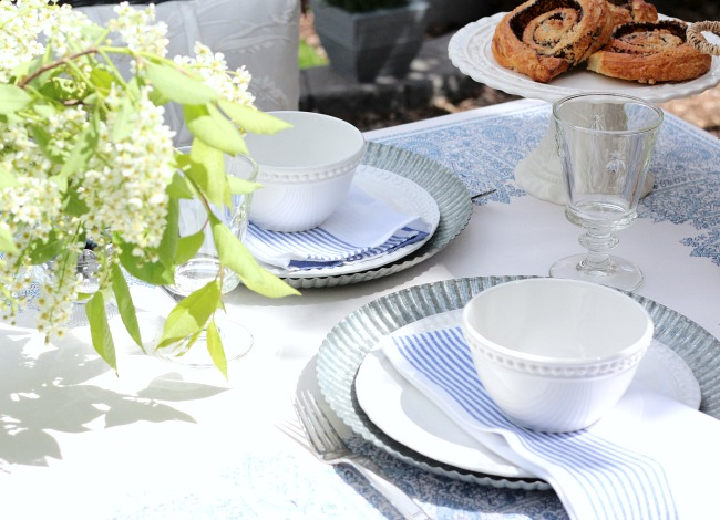 Setting a Casual Blue and White Outdoor Tablescape for Summer Entertaining