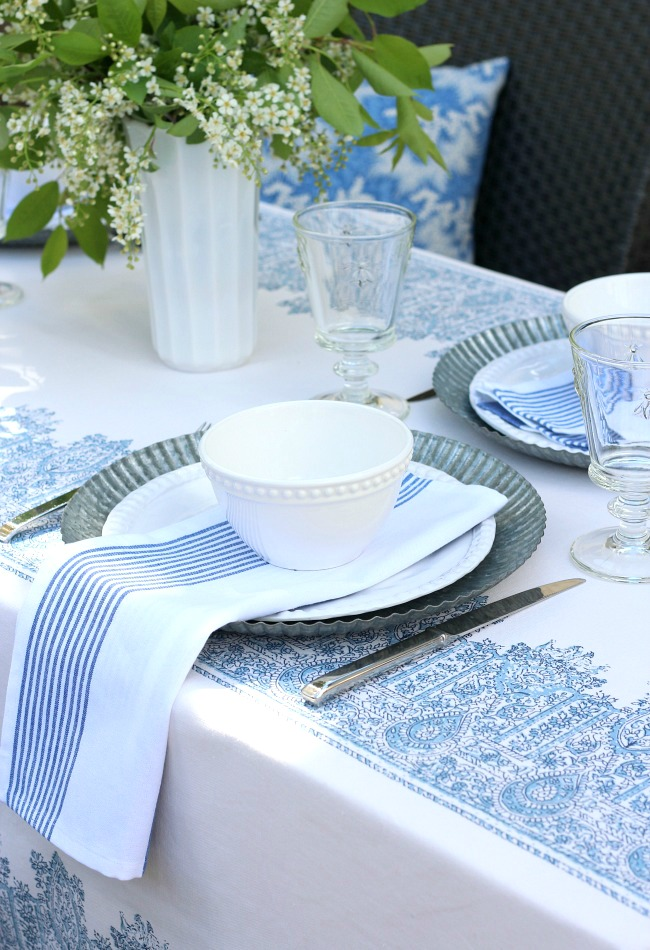 Ideas for putting together a casual outdoor brunch table setting - Blue and White Outdoor Tablescape -Satori Design for Living