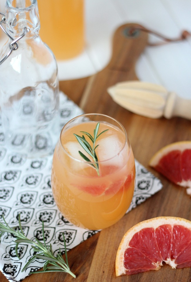 Rosemary and Grapefruit Vodka Spritzer - A Healthy and Refreshing Summer Cocktail