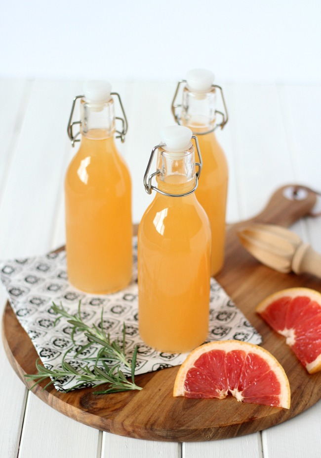 Bottle this rosemary-infused grapefruit spritzer to take along on your next summer picnic. Refreshing and delicious!