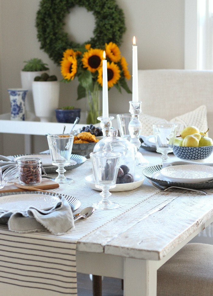 Love this fall home tour with a french farmhouse inspired table setting and kitchen decorating ideas!