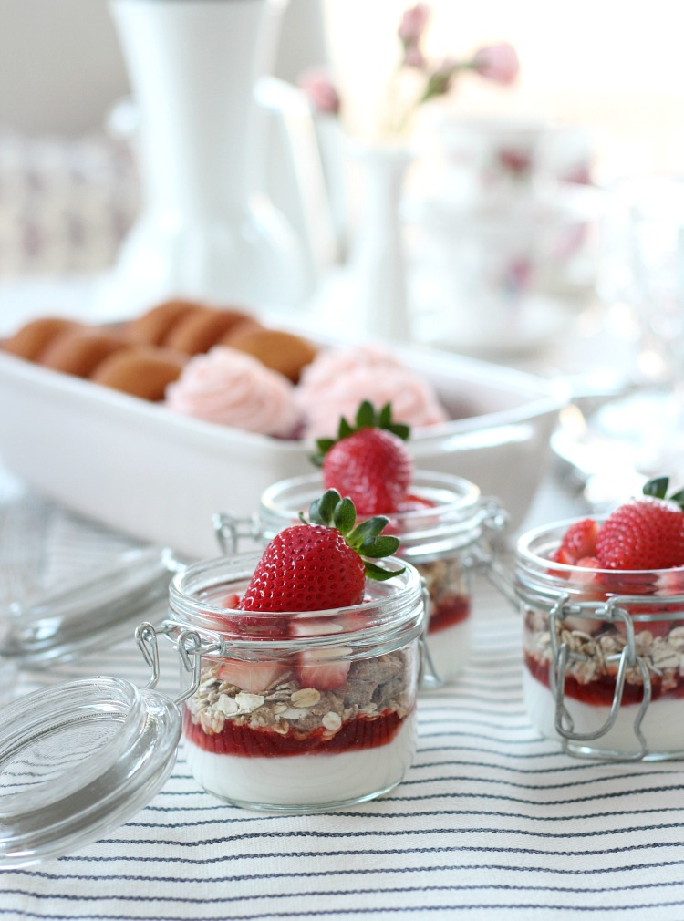 Strawberry Yogurt Parfaits in Jars