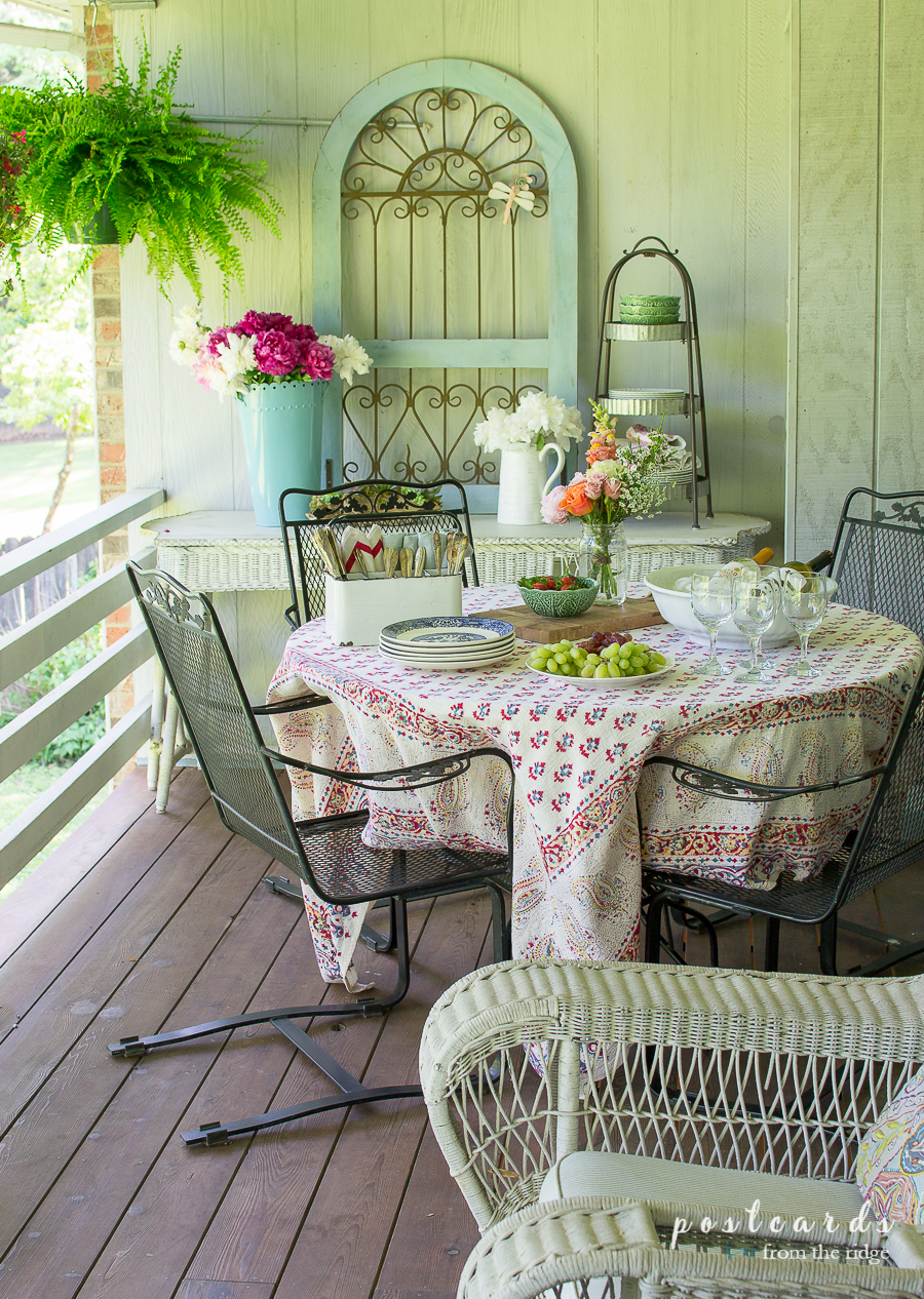 Dining Al Fresco with Vintage Finds and Flowers - Postcards from the Ridge #OutdoorExtravaganza