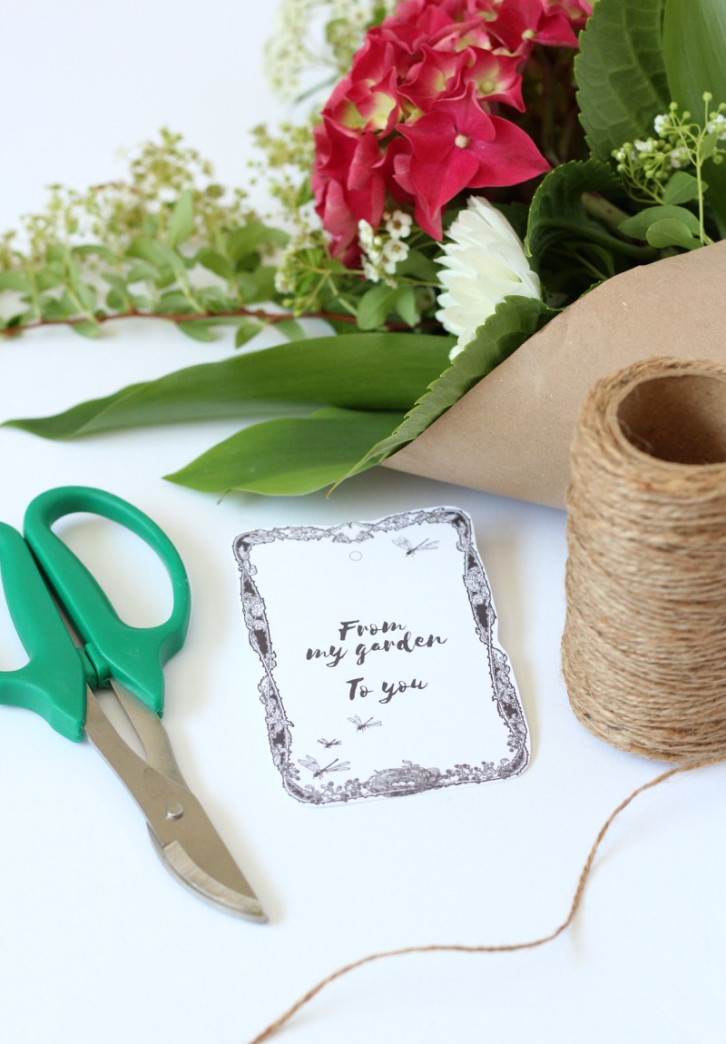 Create your own garden bouquets using these handy printable gift tags. A lovely way to share your flowers and herbs with family and friends this summer.