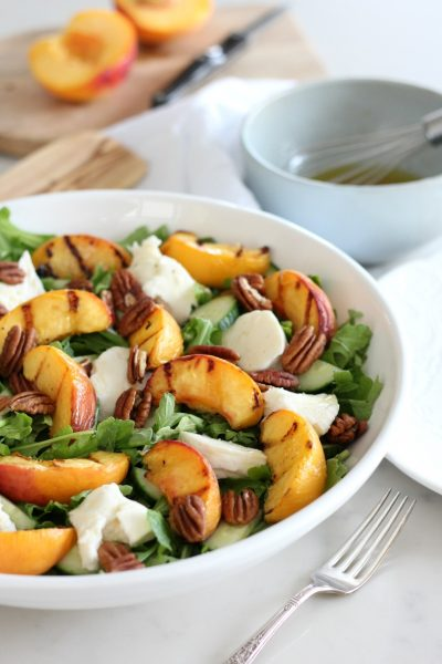 This grilled peach summer salad is an easy, wholesome and delicious lunch or dinner recipe made with sweet and juicy peaches.