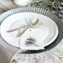 Make these no-sew fringe napkins to decorate your holiday table this season. So easy and inexpensive to put together!